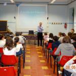 """Alcuni momenti delle lezioni alla scuola media """"Oscar Levi"""" a Chieri."""